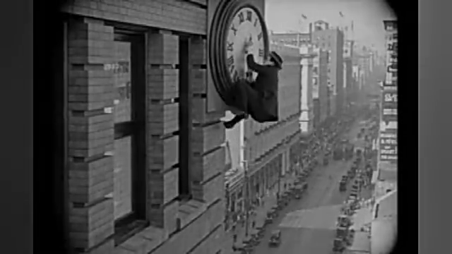 早期没有特效,卓别林电影里的危险镜头是怎么拍摄出来的?
