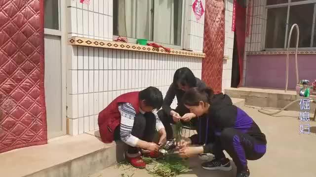 闺女带女婿回娘家,丈母娘做啥稀罕饭?馋的女婿吃的满嘴流油