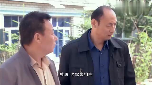 两男子做了坏事,见到村里人就心慌