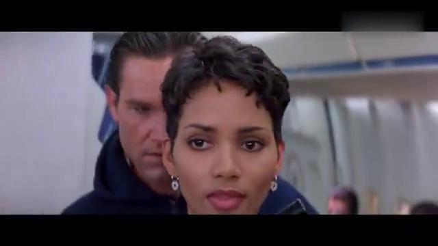 这才是好莱坞顶级精彩动作片, 场面壮观冷酷, 解除飞机坠毁危机