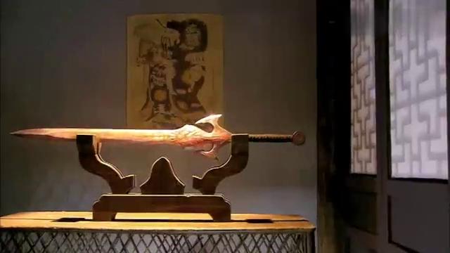 杨过后人的家中有一柄神剑,小乞丐还没摸到剑身,就直接被炸开