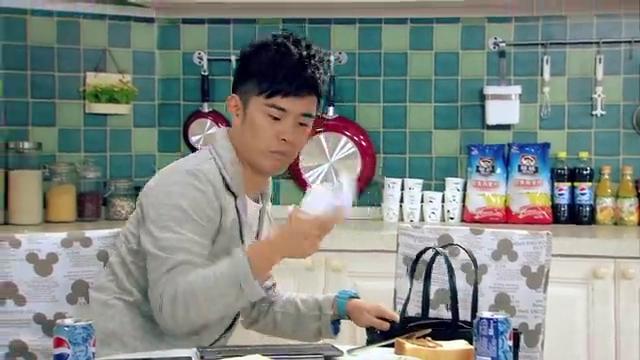 爱情公寓:曾小贤发现一菲的转租消息,要介绍给诺澜,尴尬了