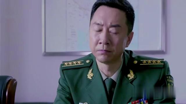 指挥长制订作战方案,对于赵欣的卧底一事,要瞒着钟原