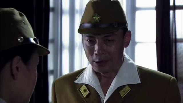 岚么与道格接头时, 印碧霞发现有埋伏,岚么也发现道格是假扮的