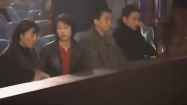 影视:老刑警含冤入狱,不料开庭时局长一个手势,老刑警明白了!