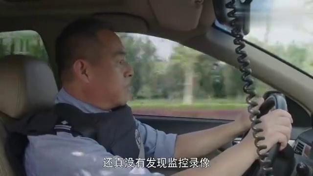 警察锅哥:简凡调查抢劫案,通过观察犯罪现场,发现歹徒藏身地点