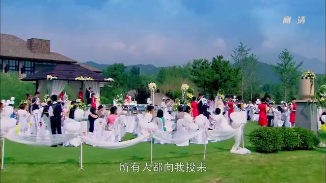 美女参加婚礼,竟幻想新娘是自己,不料尴尬了