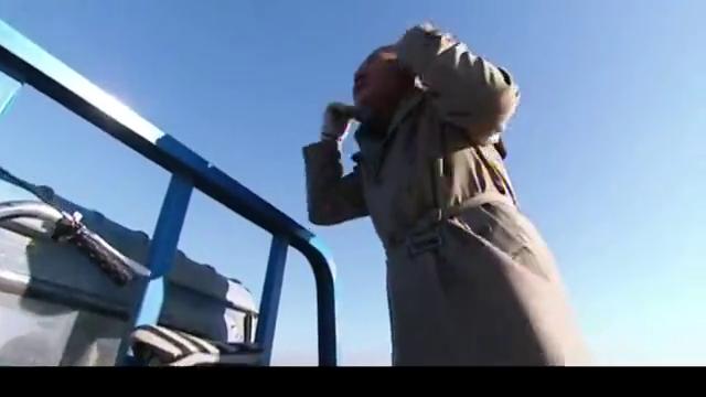 马大帅苦哈哈骑自行车,范德彪却搭上顺风车,这个得意的表情绝了