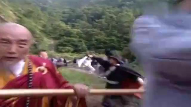 少林武王:敌人铁头功毫无破绽,不料方丈硬碰硬,一掌拍懵对方!
