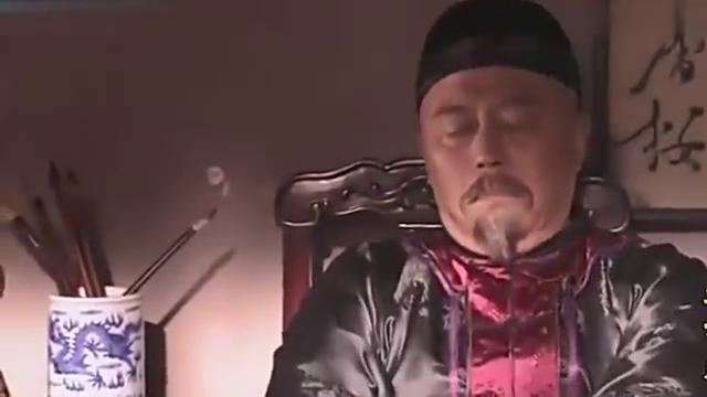 景琦真是太皮了,竟然把臭豆腐倒入鼻烟壶,先生直接怒了