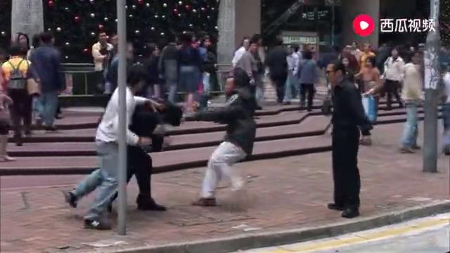 暗战:警官还不起钱,竟被高利贷的人当街围殴,胆子太大了吧!