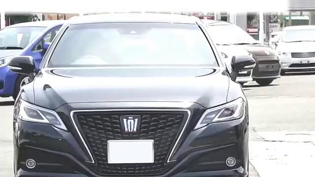 视频:试驾体验2020款全新丰田皇冠,看到中控双屏才是惊艳的开始