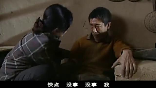 阿霞:阿霞发现二串手里的镰刀很不开心,严厉指责二串,二串泪落