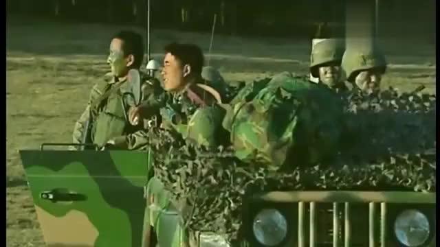 士兵突击:路程才走一半,战友快要撑不住了,仁义跟活着他选谁