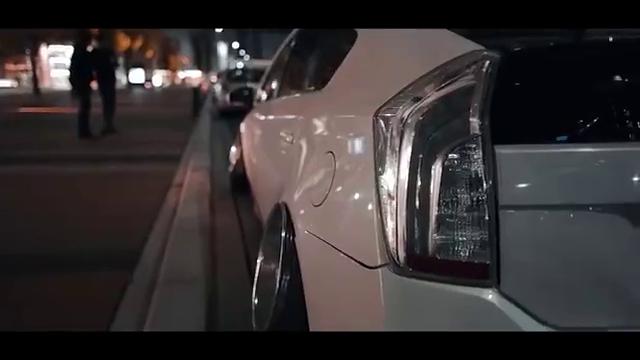 视频:这么个姿态的丰田普锐斯走街有点顶
