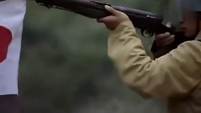 鬼子看不起八路的武器,不料八路拿出一挺重机枪,轰炸敌人!