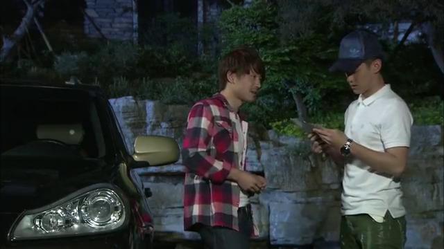 高昊接到一单代驾的生意,当他驱车赶去接人时发现那人竟是唐明娜