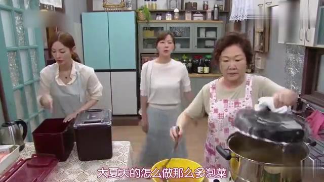 在韩国,母亲最大的开心莫过于女儿带着女婿回家一起做辣白菜了!