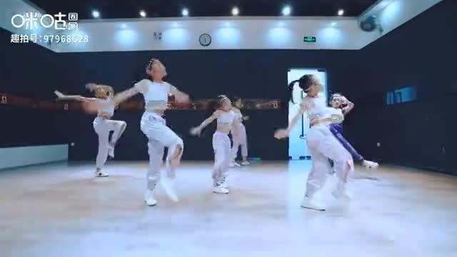 萌娃舞蹈教学,动作干净利落,潮范儿十足!