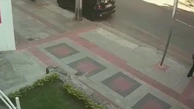 这是我见过最猖獗的街头,要不是有监控拍下,想不到有多可恨