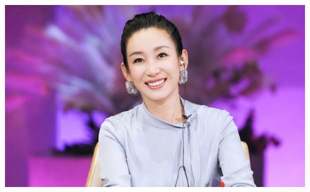 42岁秦海璐传奇人生:起初梦想做白领,没曾想最后却成大明星