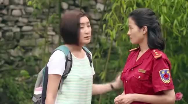 马向阳下乡记:女子和村主任撕扯时,不小心用扇子打到了周老师!