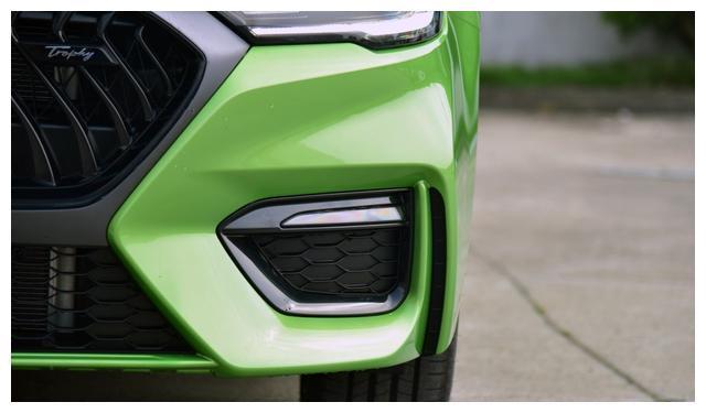 第三代名爵6亮相,绿色的车漆,原厂自带尾翼,你还看思域?