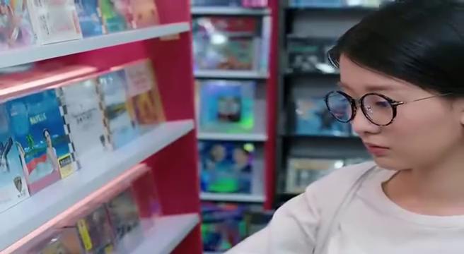 萌女买CD遇男神,不料他最后却成了好友的男友,心塞