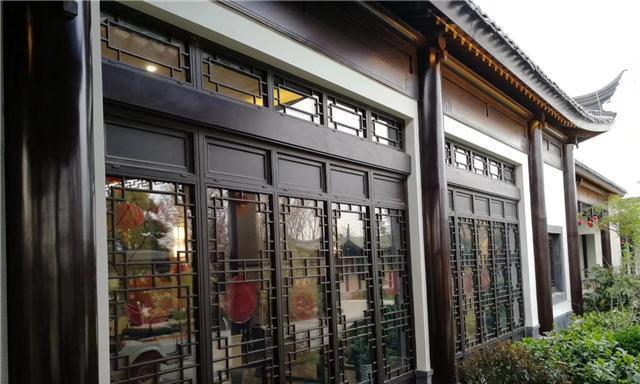 铝合金门窗仿古造型_感受金属线条的刚柔并济「冠墅阳光」