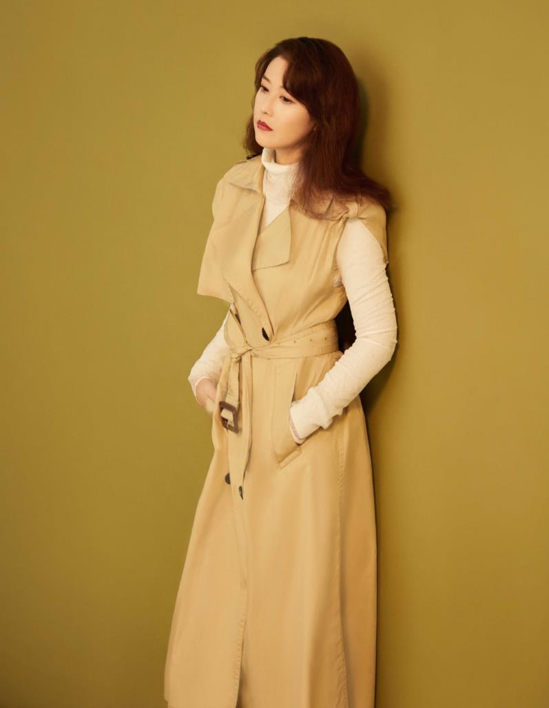 周海媚真是中年女性的穿搭标杆,亲自示范3套秋季造型,气质优雅