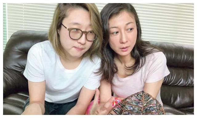 """19岁""""小龙女""""吴卓林晒结婚证书,公开与女友婚讯,幸福感十足"""