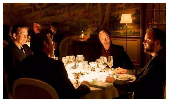 《狩猎》后麦叔与导演再合作,新片《酒精计划》首曝预告引期待