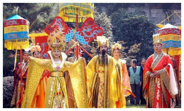 大明王朝16位皇帝,北京有个明十三陵,那三位的皇陵去哪儿了?