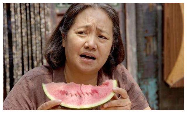 她是李幼斌亲姐,多次饰演慈母,却因与女儿产生隔阂而耿耿于怀