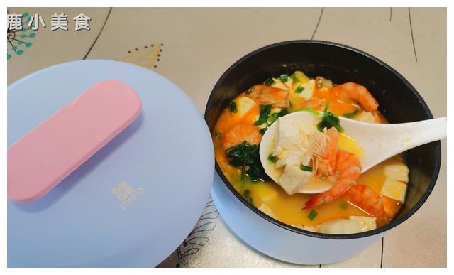 """现在才知道,""""豆腐+咸蛋""""还能这样煮汤!咸香浓郁,汤鲜掉眉"""