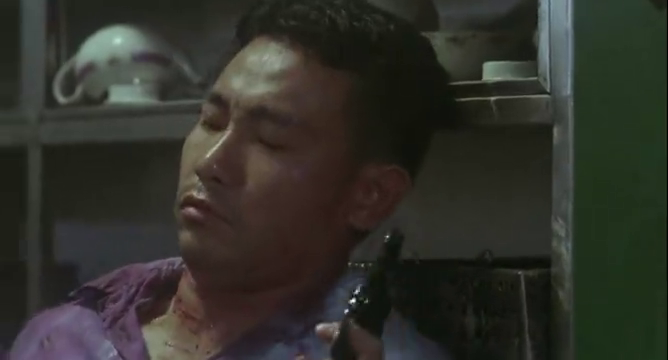 辣手神探:男子与发哥并肩作战,竟被罪犯打成筛子,发哥恼了!
