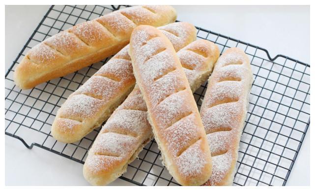 做面包时加点全麦粉,健康营养依然暄软美味,越嚼越香比买的还好