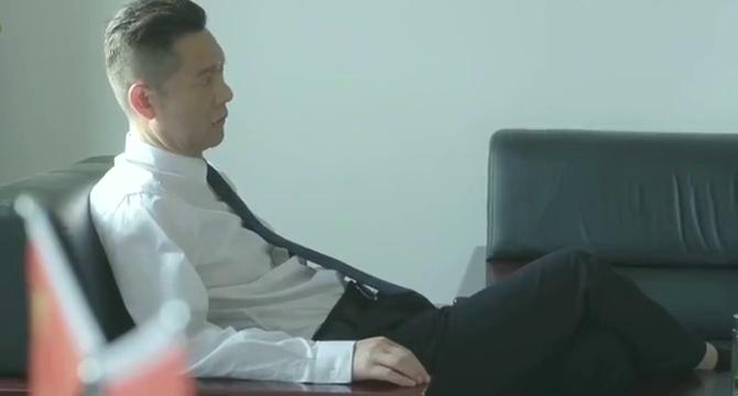 警察锅哥:秦支让简凡猜凶手,简凡认为不是李威,理由让秦支赞同