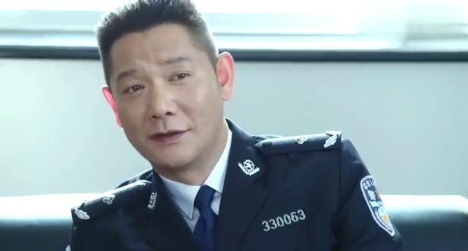 警察锅哥:秦支让简凡放人,不料简凡怀疑收黑钱,被梁舞云打一拳