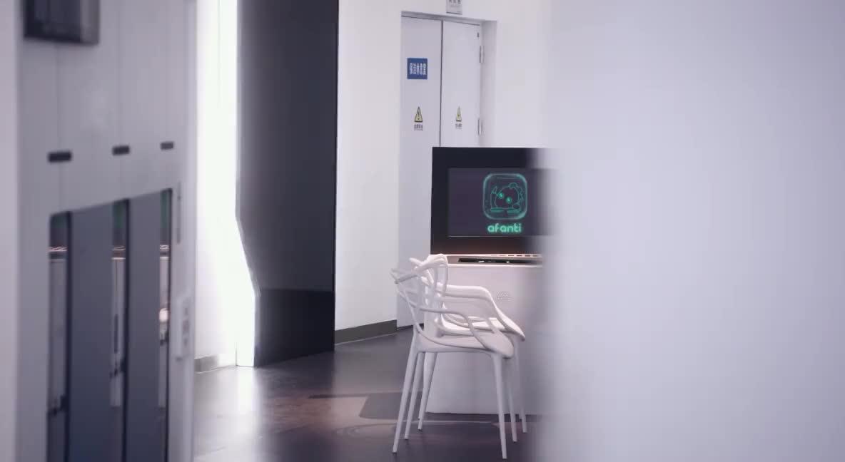 隋玉怀疑丁玮是机器人,常安听完表情精彩,笑得合不拢嘴!