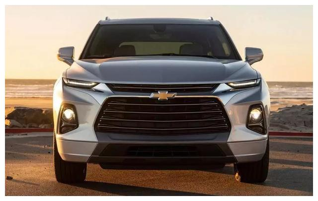 雪佛兰也来中型SUV抢市场了,20多万5米长大7座,这外观太霸气了