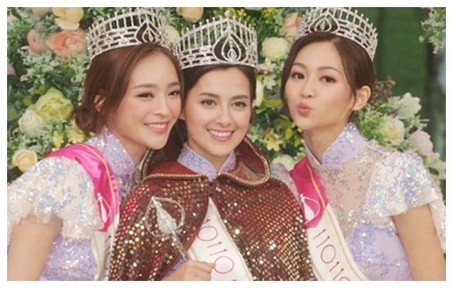 港姐冠军谢嘉怡公开母女合照,妈妈颜值比女儿高,两人同框似姐妹