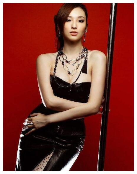 吴佩慈再现土豪式庆生,白松露当雪花撒满身,钻石珍珠收到手软