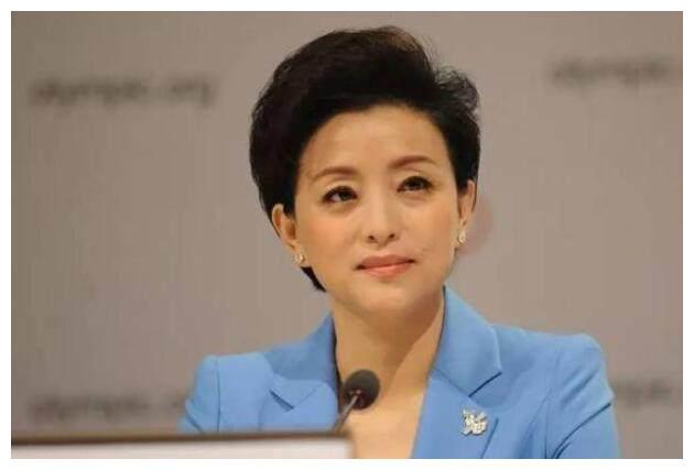 央视一姐杨澜:狠心辞掉铁饭碗,二婚嫁商业大亨,如今是个女强人