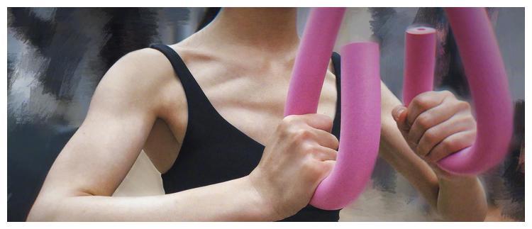 赵丽颖晒健身照,纤细的蛮腰紧致的腹肌,好身材都是打点出来的