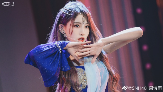美女歌手SNH48-周诗雨迷人写真美照好看