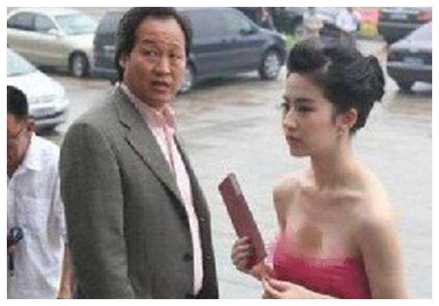 力捧刘亦菲,豪送180万成人礼,陈金飞为何转身宠幸了杨采钰?
