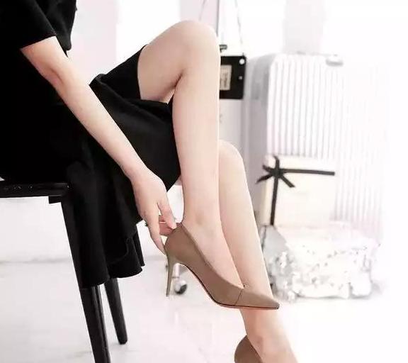时尚百搭的造型,能让你充满自信感