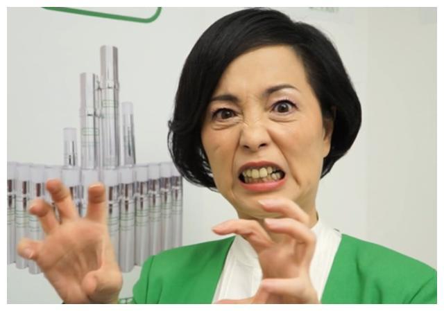 她被称为香港第一丑女,低调嫁豪门,现被富豪老公宠上天