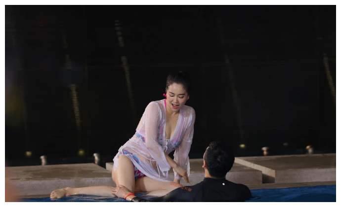 """16岁被姜文看中, 体操冠军到当红花旦, 私生活被说""""混乱不堪"""""""